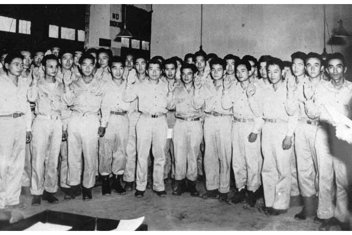 Swearing in MIS 2nd Lieutenants — 1945
