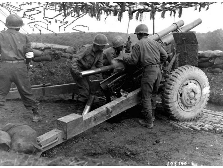522nd gun crew firing on German positions