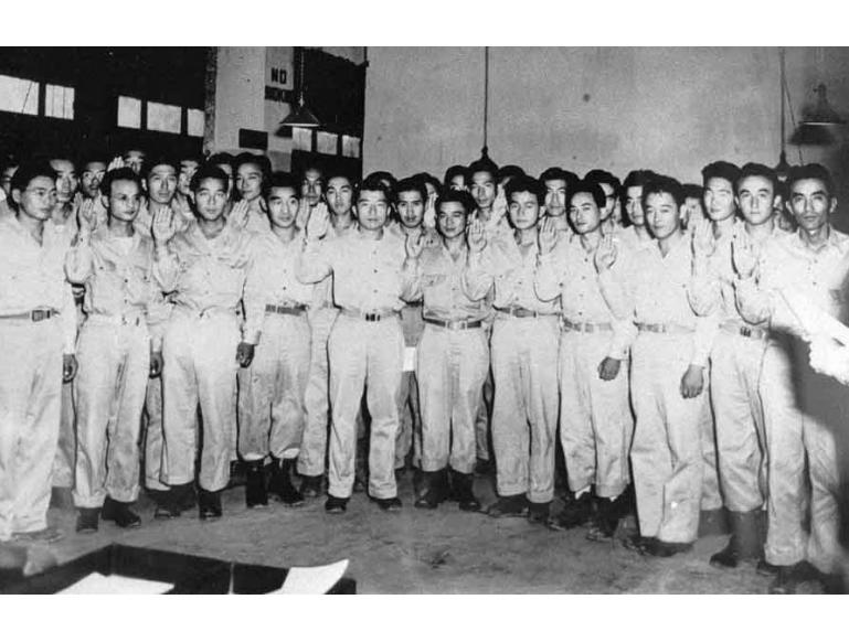 Nisei MIS soldiers commissioned as 2nd lieutenants
